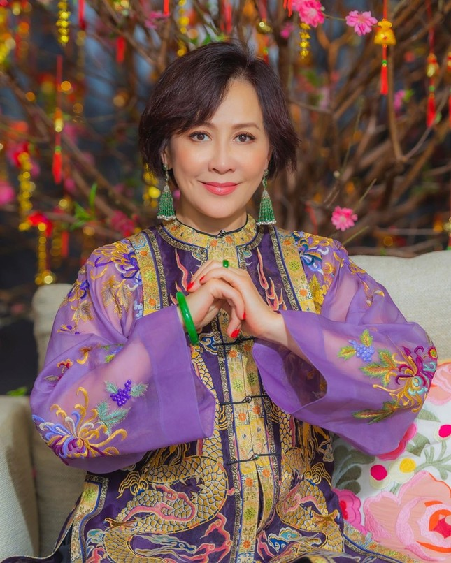 'Nữ hoàng màn ảnh' Lưu Gia Linh U60 vẫn quyến rũ lạ kỳ ảnh 15