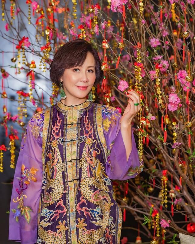 'Nữ hoàng màn ảnh' Lưu Gia Linh U60 vẫn quyến rũ lạ kỳ ảnh 16