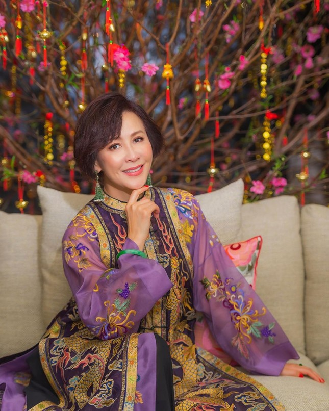 'Nữ hoàng màn ảnh' Lưu Gia Linh U60 vẫn quyến rũ lạ kỳ ảnh 17