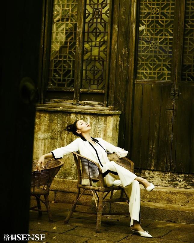 'Nữ hoàng màn ảnh' Lưu Gia Linh U60 vẫn quyến rũ lạ kỳ ảnh 7