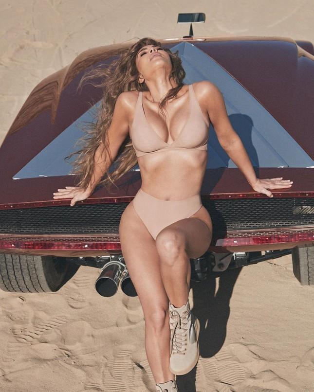 Kim Kardashian quyến rũ 'nảy lửa' với bikini ảnh 8