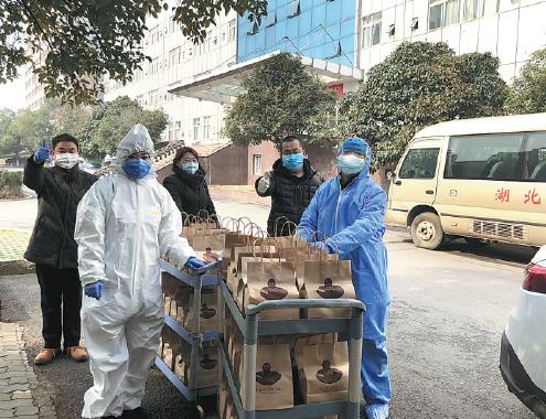 Tiệm cà phê ở Vũ Hán miễn phí cho các bác sĩ chống dịch covid-19 ảnh 3
