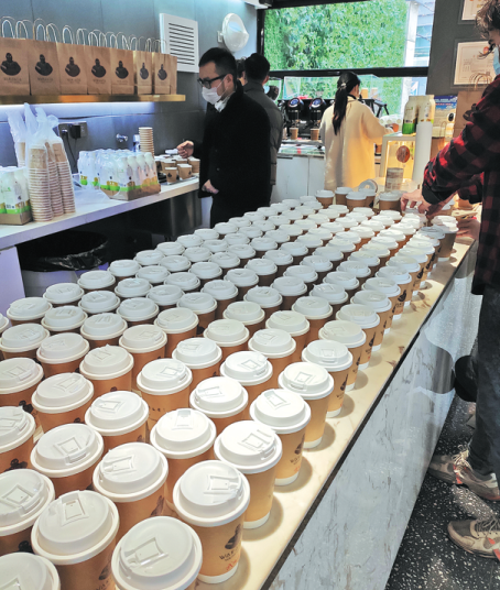 Tiệm cà phê ở Vũ Hán miễn phí cho các bác sĩ chống dịch covid-19 ảnh 1