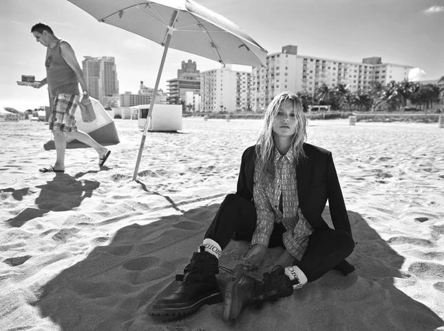 Kate Moss 'thả rông' ngực trần quyến rũ ảnh 5