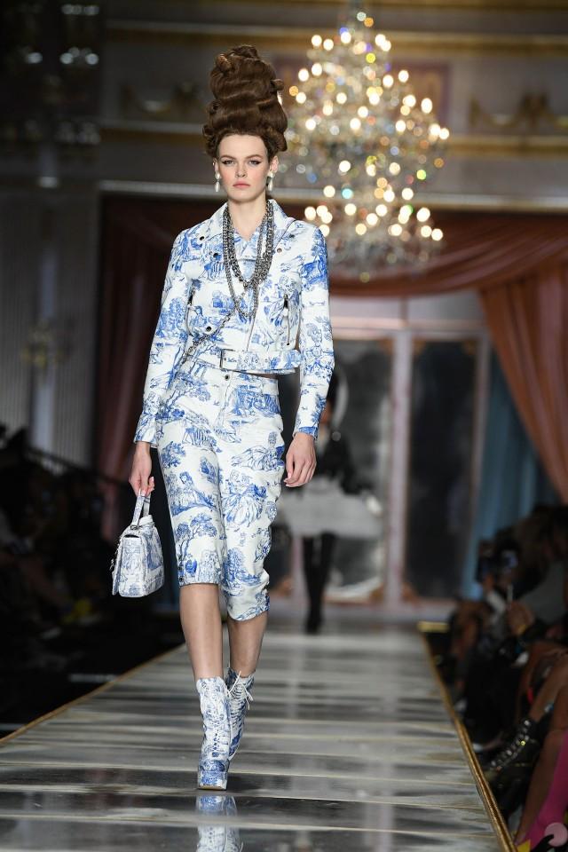 Irina Shayk và dàn mỹ nhân mặc váy lồng bàn trong show Moschino ảnh 29