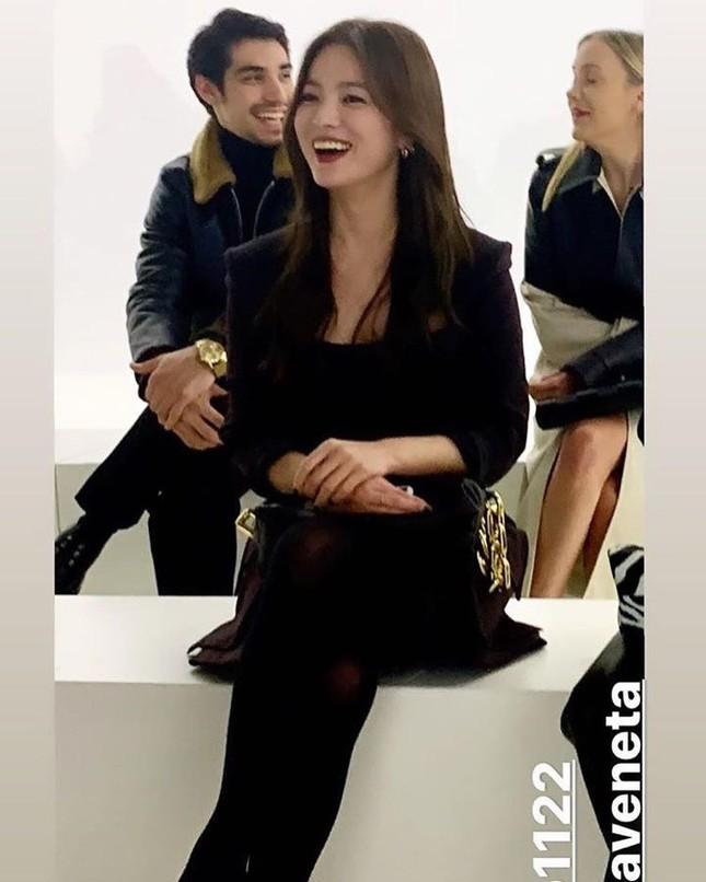 Song Hye Kyo 'tóc nâu môi trầm' sang chảnh ở Milan ảnh 5