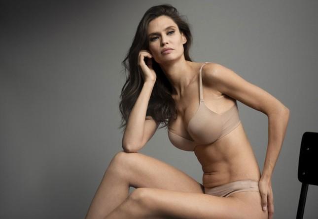 Siêu mẫu Ý Bianca Balti diện nội y tôn đường cong hấp dẫn ảnh 7