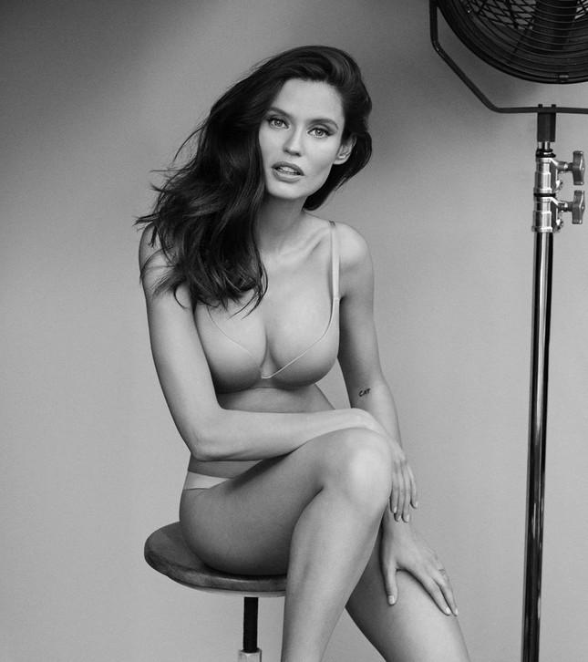 Siêu mẫu Ý Bianca Balti diện nội y tôn đường cong hấp dẫn ảnh 5