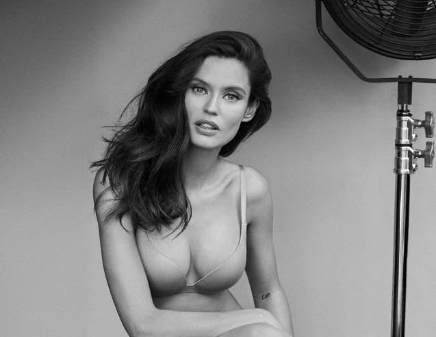 Siêu mẫu Ý Bianca Balti diện nội y tôn đường cong hấp dẫn ảnh 4