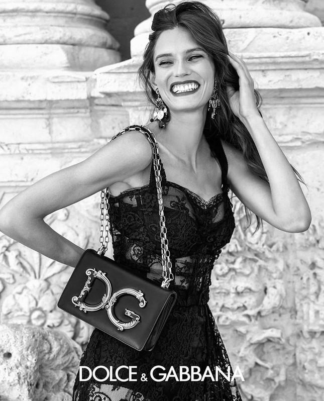Siêu mẫu Ý Bianca Balti diện nội y tôn đường cong hấp dẫn ảnh 9
