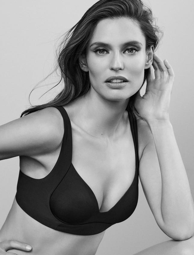Siêu mẫu Ý Bianca Balti diện nội y tôn đường cong hấp dẫn ảnh 1