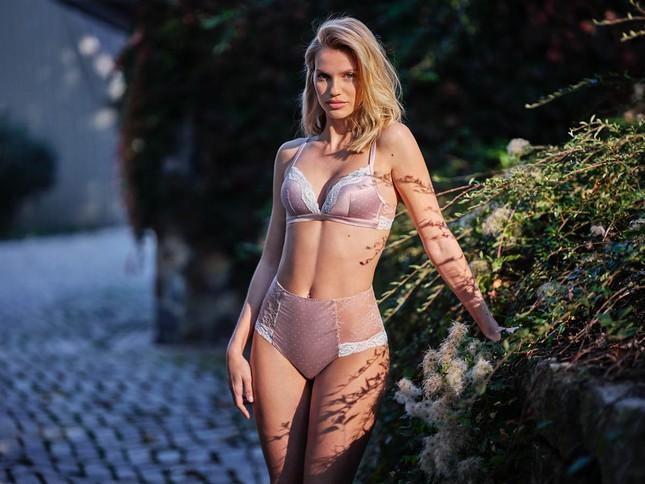 Irina Shayk diện nội y ren tôn dáng vóc tuyệt mỹ ảnh 3