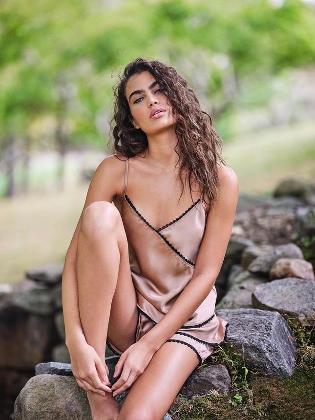 Irina Shayk diện nội y ren tôn dáng vóc tuyệt mỹ ảnh 11