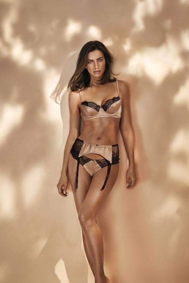 Irina Shayk diện nội y ren tôn dáng vóc tuyệt mỹ ảnh 2
