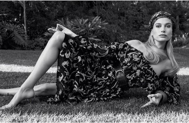 Khoảnh khắc quyến rũ ngỡ ngàng của nàng thơ Hailey Bieber ảnh 11