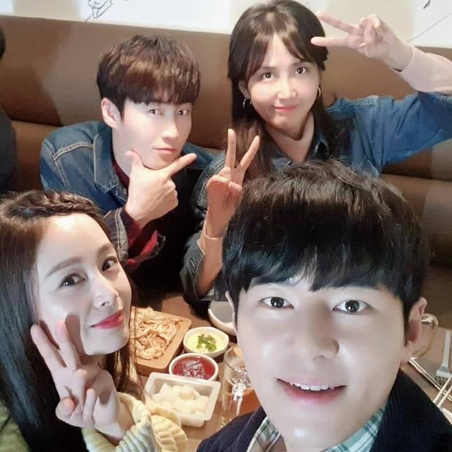 Ảnh tình tứ của vợ chồng Kim Tae Hee khiến fan 'phát sốt' ảnh 16