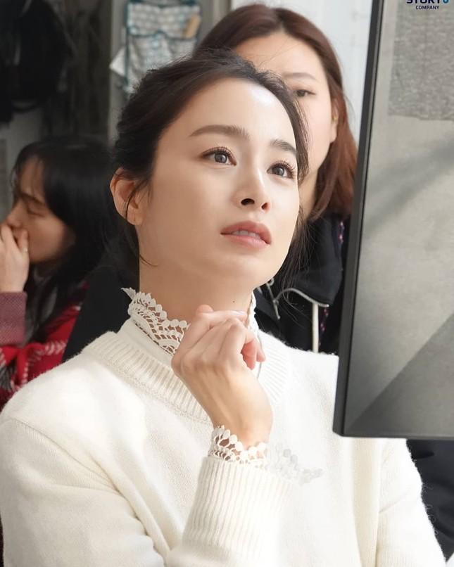 Ảnh tình tứ của vợ chồng Kim Tae Hee khiến fan 'phát sốt' ảnh 18