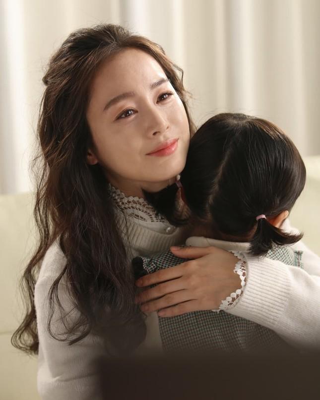 Ảnh tình tứ của vợ chồng Kim Tae Hee khiến fan 'phát sốt' ảnh 19