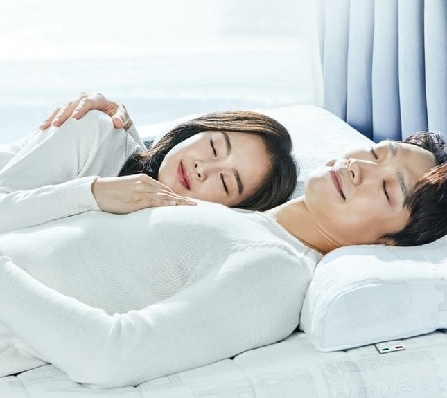 Ảnh tình tứ của vợ chồng Kim Tae Hee khiến fan 'phát sốt' ảnh 3