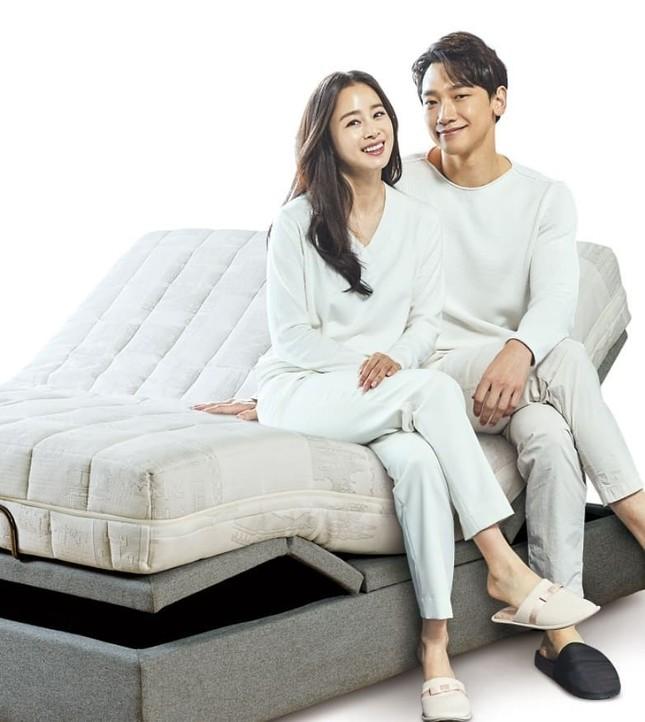 Ảnh tình tứ của vợ chồng Kim Tae Hee khiến fan 'phát sốt' ảnh 7