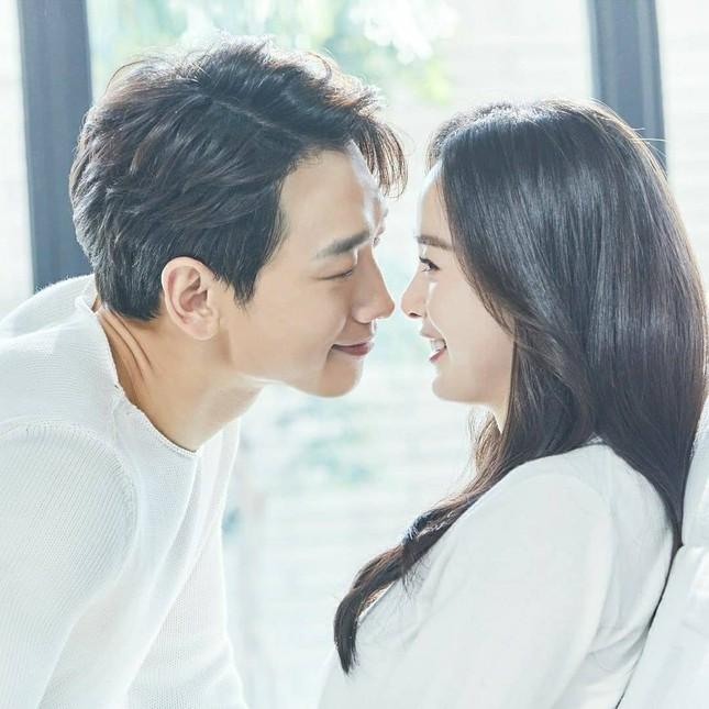 Ảnh tình tứ của vợ chồng Kim Tae Hee khiến fan 'phát sốt' ảnh 1