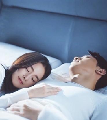 Ảnh tình tứ của vợ chồng Kim Tae Hee khiến fan 'phát sốt' ảnh 4