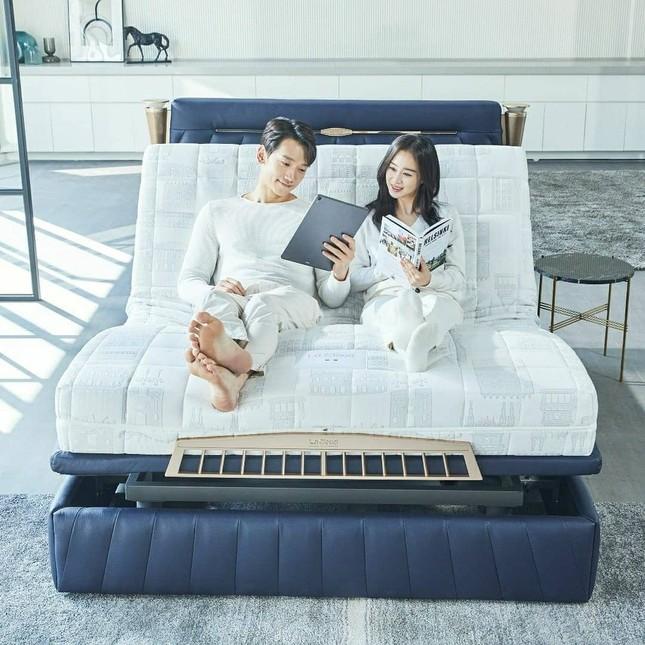 Ảnh tình tứ của vợ chồng Kim Tae Hee khiến fan 'phát sốt' ảnh 5