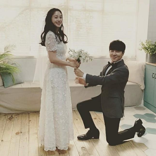Ảnh tình tứ của vợ chồng Kim Tae Hee khiến fan 'phát sốt' ảnh 13