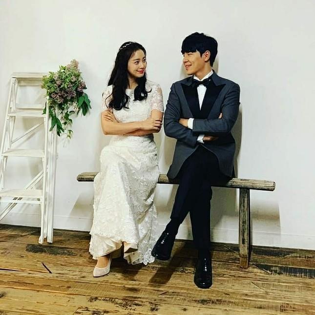 Ảnh tình tứ của vợ chồng Kim Tae Hee khiến fan 'phát sốt' ảnh 15