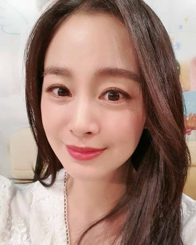 Ảnh tình tứ của vợ chồng Kim Tae Hee khiến fan 'phát sốt' ảnh 9
