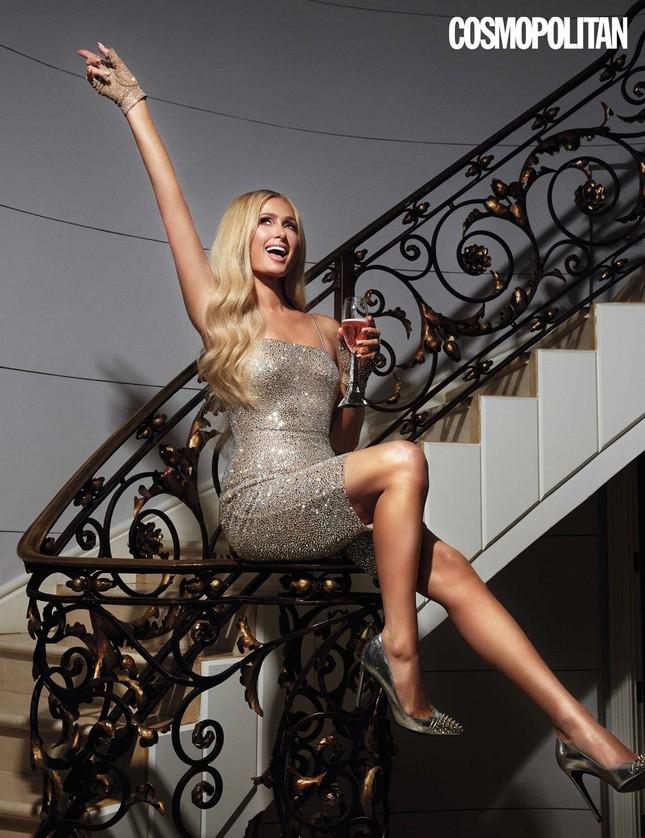Cô nàng thừa kế Paris Hilton không nội y trên bìa tạp chí ảnh 3