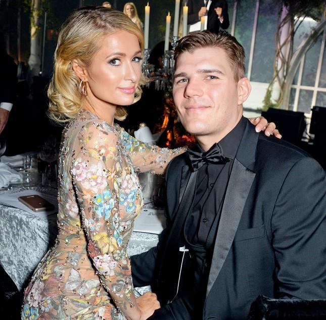 Cô nàng thừa kế Paris Hilton không nội y trên bìa tạp chí ảnh 9