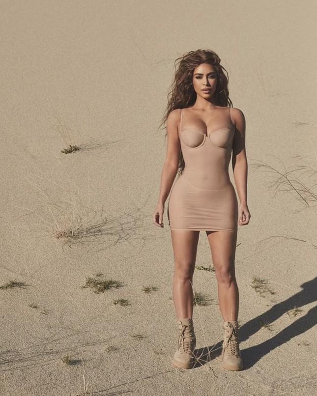 Kim Kardashian ngực đầy nóng bỏng cưỡi mô tô cực chất ảnh 13
