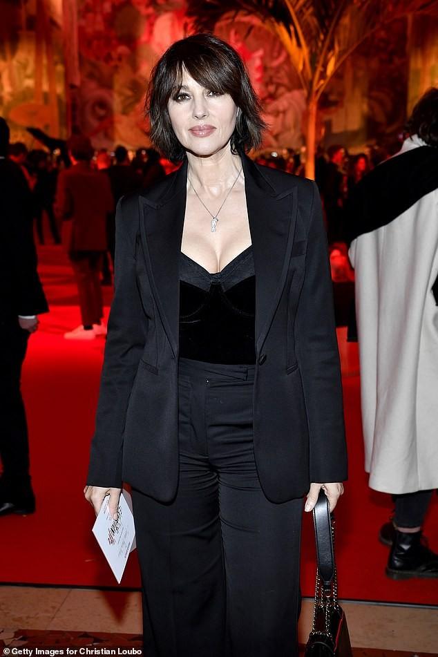 Biểu tượng gợi cảm Monica Bellucci 'lấp ló' ngực đầy ảnh 2