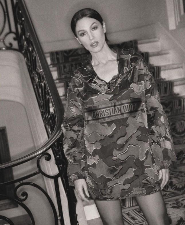 Biểu tượng gợi cảm Monica Bellucci 'lấp ló' ngực đầy ảnh 11