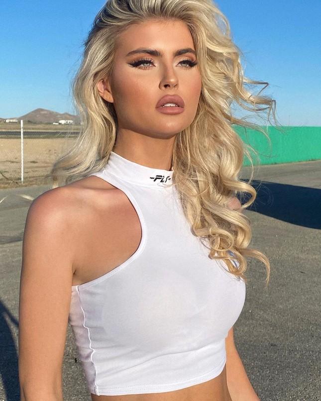 Kellie Stewart - Mỹ nhân 9x mới của Guess đẹp như 'búp bê Barbie sống' ảnh 11