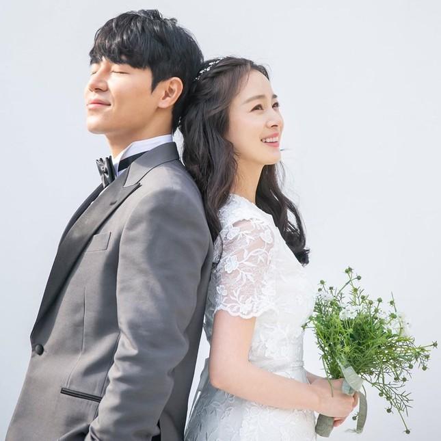Kim Tae Hee xinh đẹp rạng ngời khi mặc váy cưới ở tuổi 40 ảnh 4