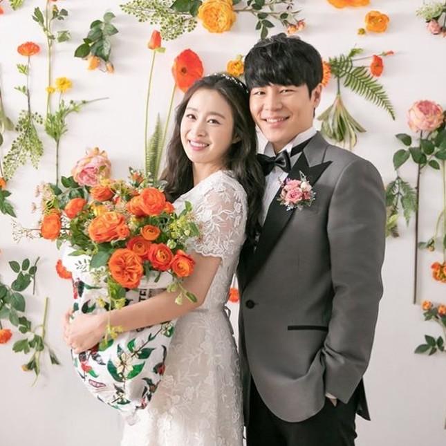 Kim Tae Hee xinh đẹp rạng ngời khi mặc váy cưới ở tuổi 40 ảnh 2