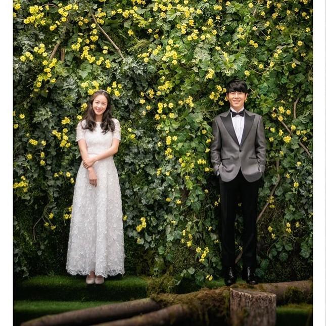 Kim Tae Hee xinh đẹp rạng ngời khi mặc váy cưới ở tuổi 40 ảnh 1