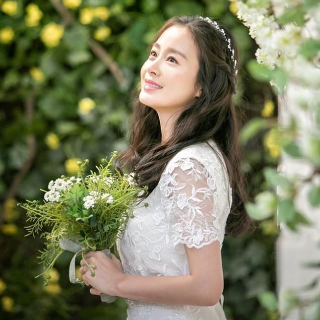 Kim Tae Hee xinh đẹp rạng ngời khi mặc váy cưới ở tuổi 40 ảnh 12