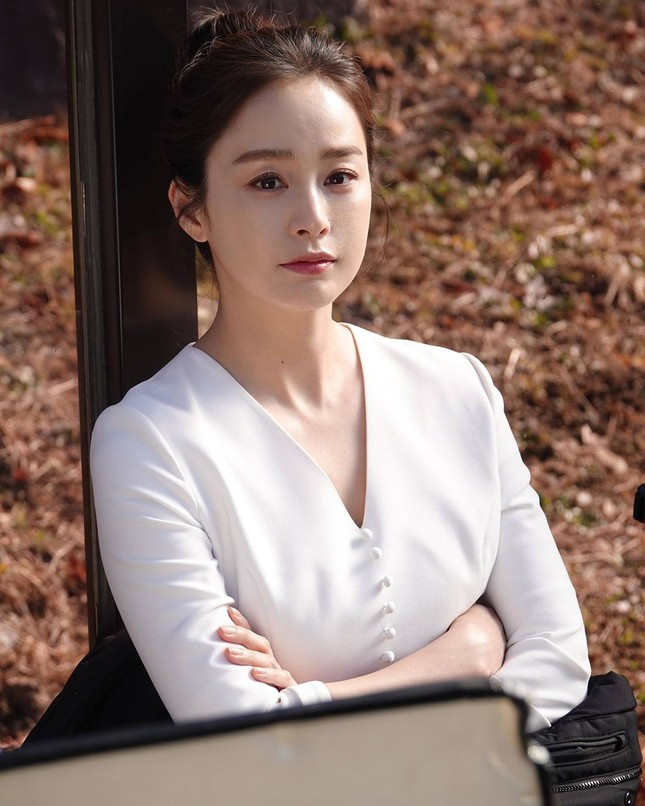 Kim Tae Hee xinh đẹp rạng ngời khi mặc váy cưới ở tuổi 40 ảnh 17