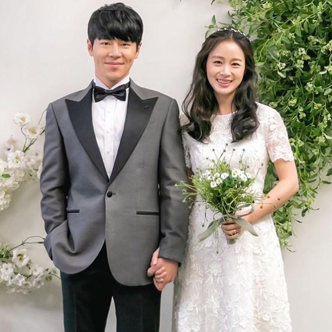 Kim Tae Hee xinh đẹp rạng ngời khi mặc váy cưới ở tuổi 40 ảnh 6
