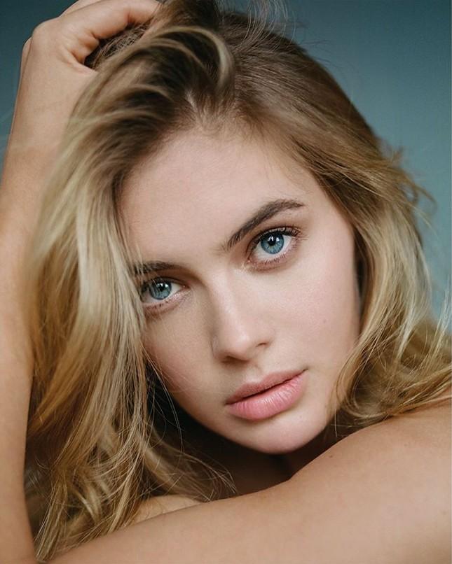 Đường cong quyến rũ của 'bông hồng Anh quốc' Megan Williams ảnh 3