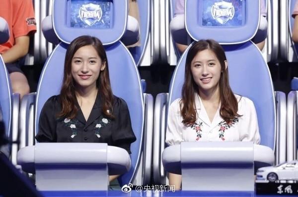 Cặp chị em sinh đôi tốt nghiệp Harvard làm MC truyền hình ảnh 10