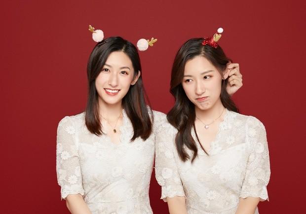 Cặp chị em sinh đôi tốt nghiệp Harvard làm MC truyền hình ảnh 2
