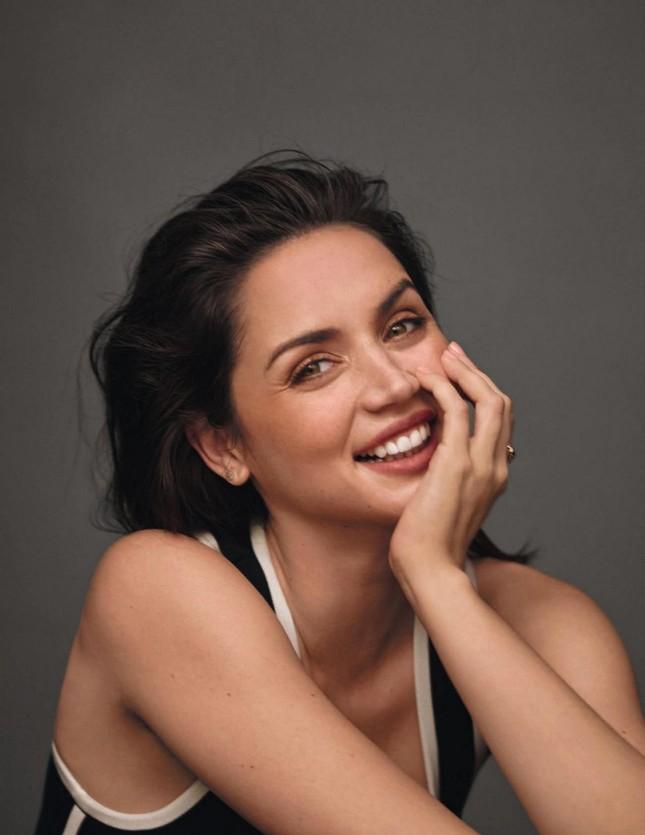'Bond girl' mới nổi Ana de Armas gợi cảm đầy sức sống ảnh 8