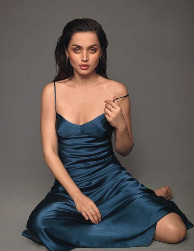 'Bond girl' mới nổi Ana de Armas gợi cảm đầy sức sống ảnh 9