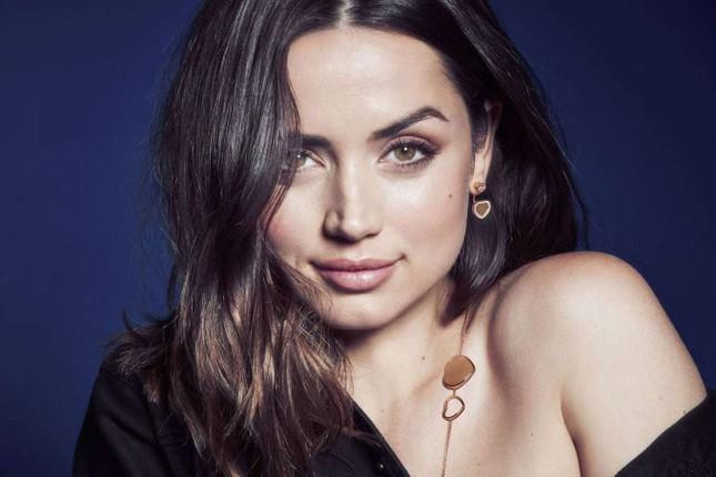 Bond girl 8x Ana de Armas quyến rũ tựa nữ thần sắc đẹp ảnh 1