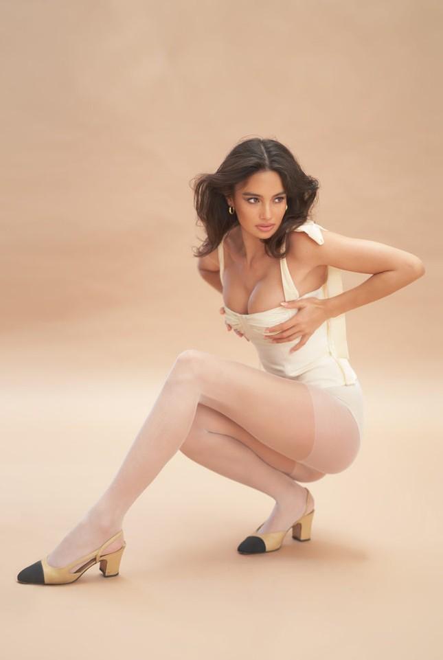Siêu mẫu lai Kelsey Merritt nóng bỏng ngực đầy ảnh 4