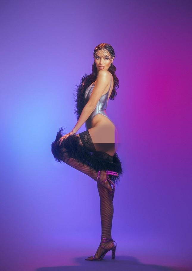 Siêu mẫu lai Kelsey Merritt nóng bỏng ngực đầy ảnh 11